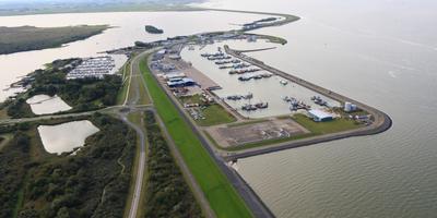 Inspectievlucht boven de haven van Lauwersoog. FOTO RIJKSWATERSTAAT