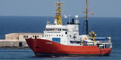 Reddingsschip Aquarius verliest Panamese vlag