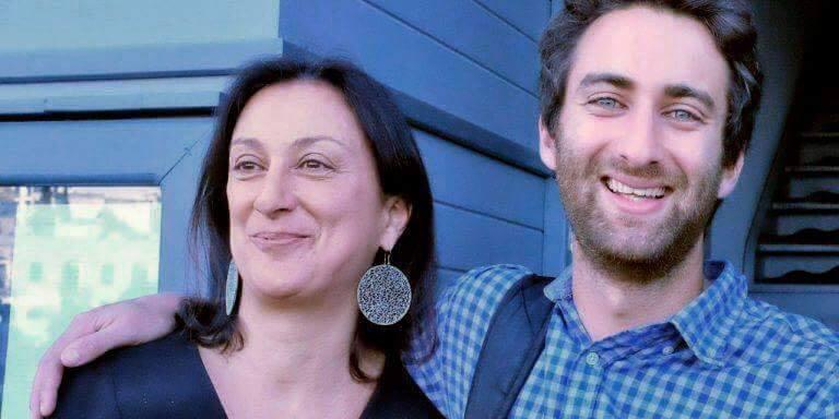 Matthew Caruana Galizia en zijn moeder Daphne. De journaliste werd een half jaar geleden vermoord. FOTO FACEBOOK