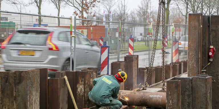 De werkzaamheden aan de Noorderhogeweg in Drachten duren langer dan gedacht. FOTO LC/ARODI BUITENWERF