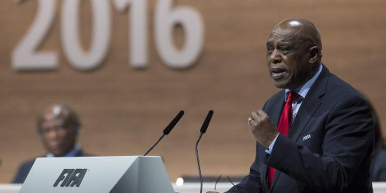 Sexwale trekt zich terug uit FIFA-verkiezing