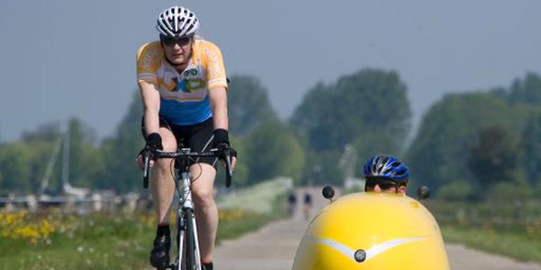 Op de racefiets, de ligfiets, schaatsend en steppend: de Elfstedentocht kan op alle manieren worden ondernomen. FOTO LC/JAN DE VRIES.
