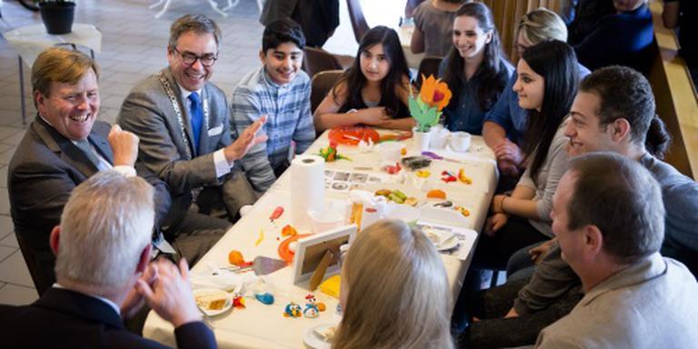 Koning leert in Katwijk bij over integratie