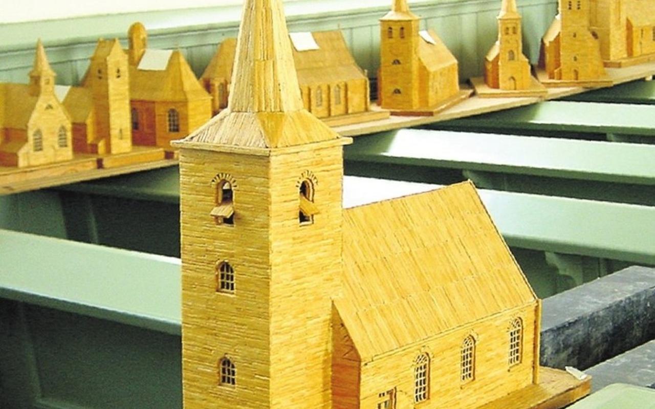 Luciferkerkjes van Frits Jansen, te zien in Sint Jacobiparochie en Ferwoude.