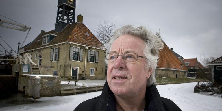 Oprichter schaatsmuseum draagt stokje over