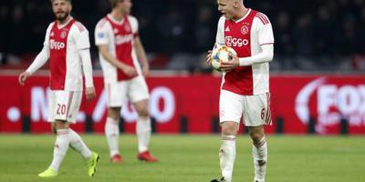 Ajax laat met 4-4 kans op koppositie liggen