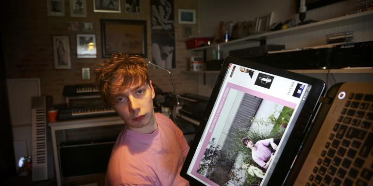 Elias Elgersma in zijn studio in Hallum. FOTO CATRINUS VAN DER VEEN