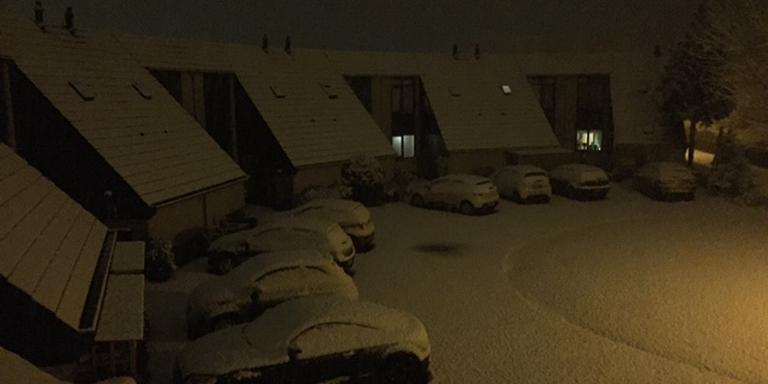 In Lemmer ligt een flinke laag sneew. FOTO ARNAUD ENGWERDA