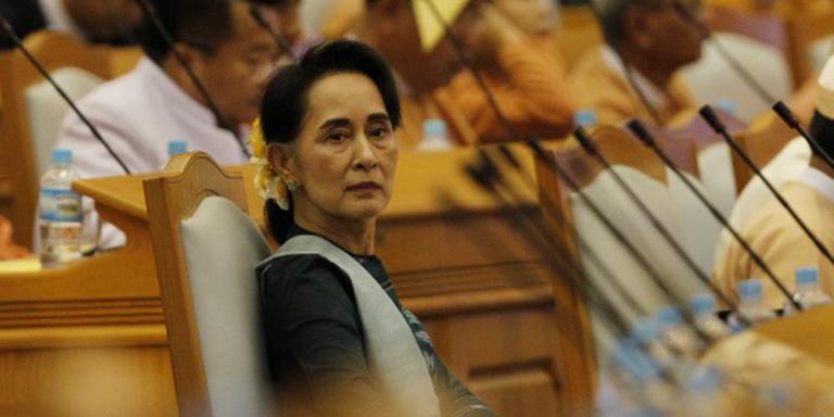 Suu Kyi wordt minister van Buitenlandse Zaken