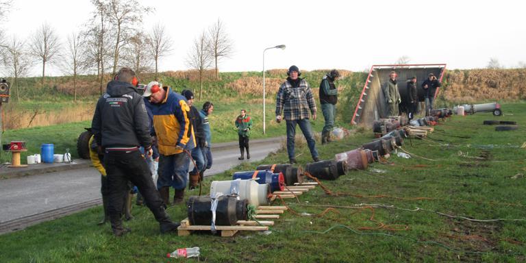 Carbidschieten in Haskerdijken. FOTO FRANK VINK