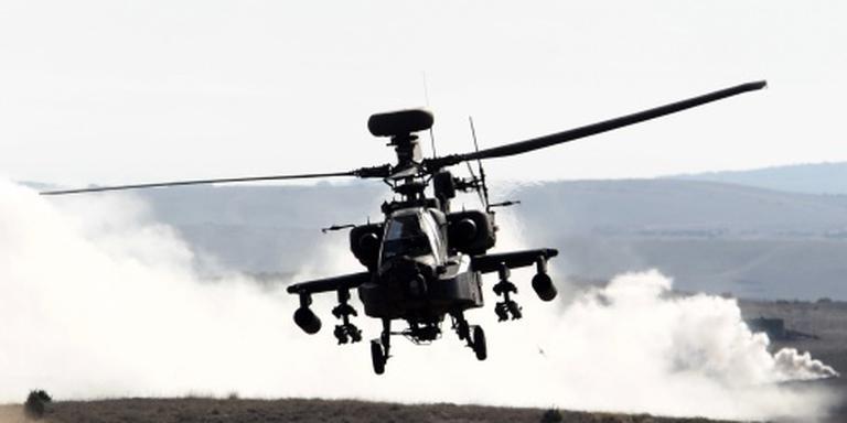 Weer voorzorgslanding Apache-heli in weiland