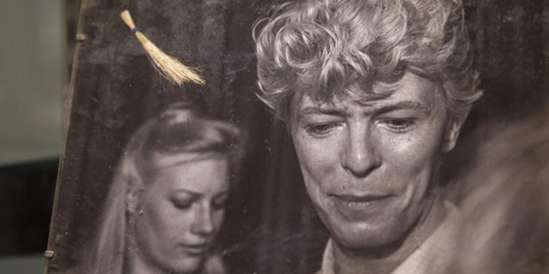 Haarlok David Bowie levert 16.500 euro op
