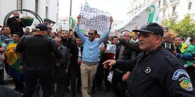 Legerbaas wil aftreden Bouteflika