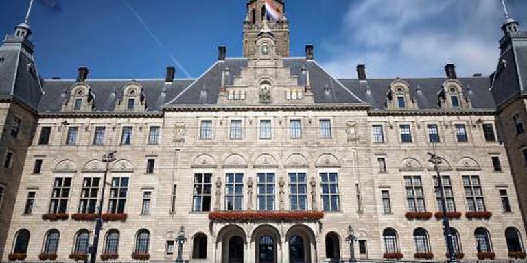 'Ambtenaren Rotterdam onder druk gezet'