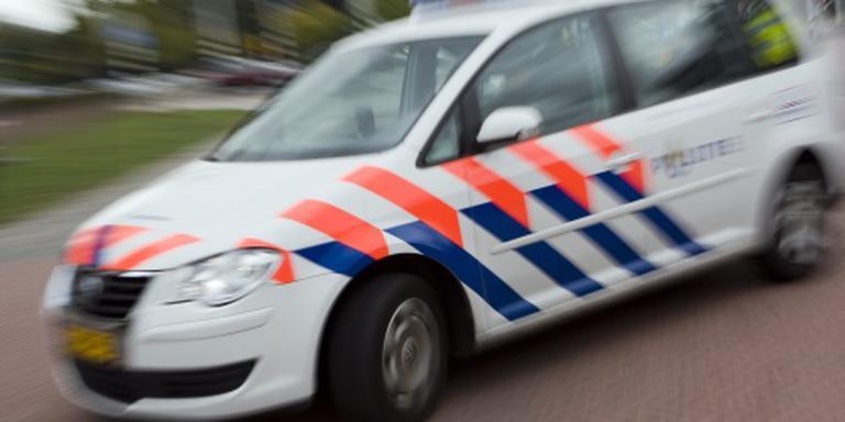 Arnhemmer rijdt in op politieauto