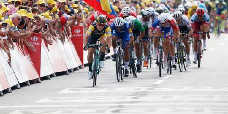 Peloton op weg in achtste etappe naar Amiens
