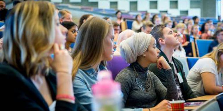 Eis: stop verengelsing academisch onderwijs