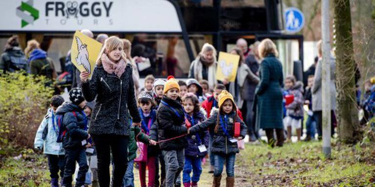 'Kinderen asielzoekers verkassen te vaak'