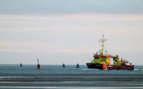De 'wegwerkers' van de Waddenzee: hoe het water bevaarbaar blijft