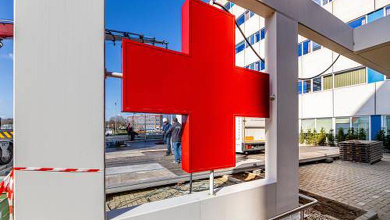 Een Limburgs ziekenhuis, gesloten voor bezoek.