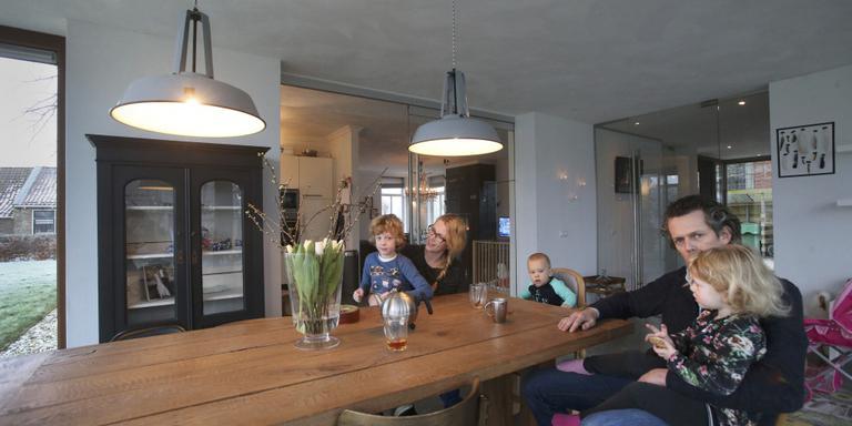 Eiken keukentafel FOTO NIELS WESTRA
