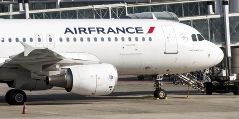 Een derde cabinepersoneel Air France staakt