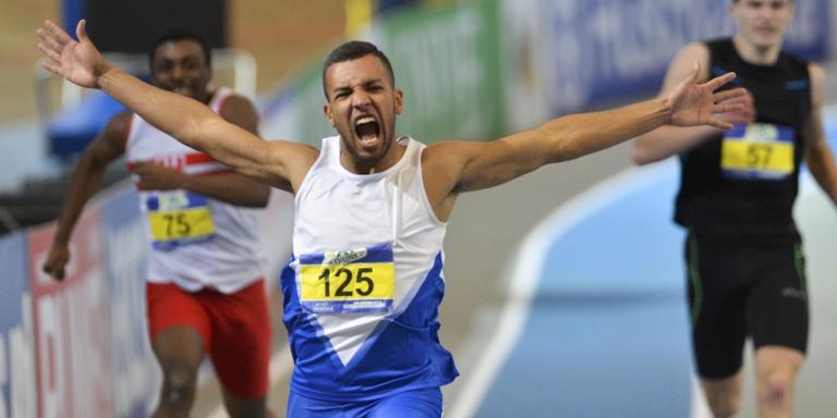 Marvin Douma viert zijn Nederlandse titel indoor op de 200 meter.