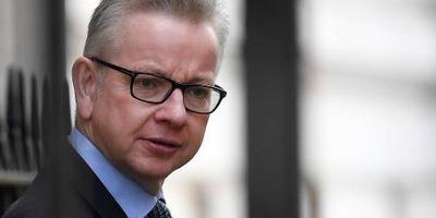Ministers spreken steun uit voor geplaagde May