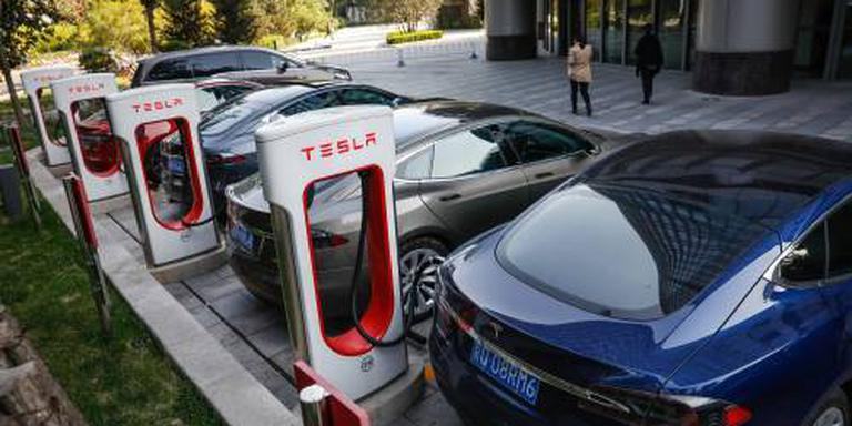 'Tesla verhoogt prijzen in China'