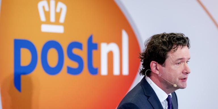 Pakketten en postzegels stuwen omzet PostNL