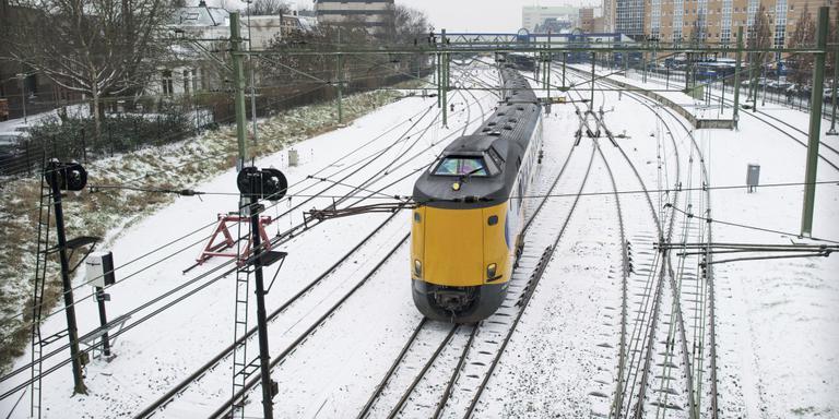 De NS-treinen rijden niet vanwege de ijzel. FOTO CORNÉ SPARIDAENS