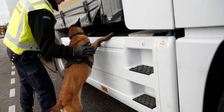 Verstekelingen uit vrachtwagen gehaald