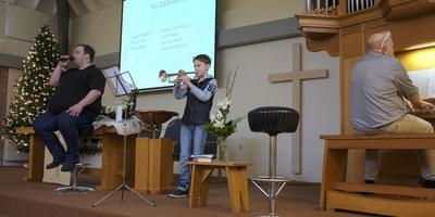 'Mijn gebed' door Jan Barkmeijer (znag), Douw Barkmeijer (orgel) en Daan Rekker (trompet). Foto LC/Wim Schrijver