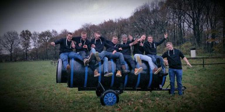Carbidteam Sint Nyk gaat dit jaar los met een kanon van 2500 liter.