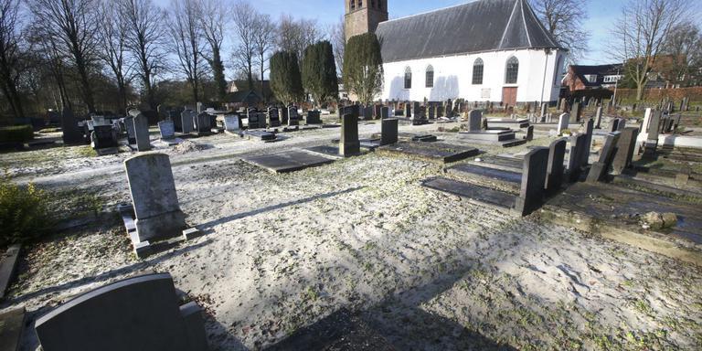 Graven geruimd in Huizum. ARCHIEFFOTO NIELS WESTRA