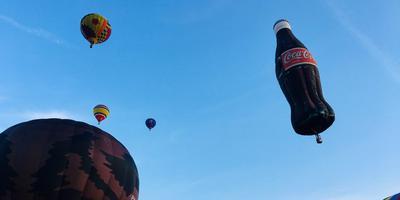 De Colafles gaat de lucht in. FOTO LC