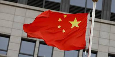 Automobilist rijdt in op voetgangers China