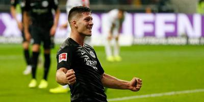 Jovic scoort vijf keer voor Frankfurt