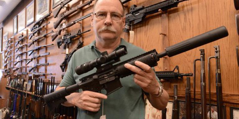 Senator Florida verloot AR-15 op Facebook