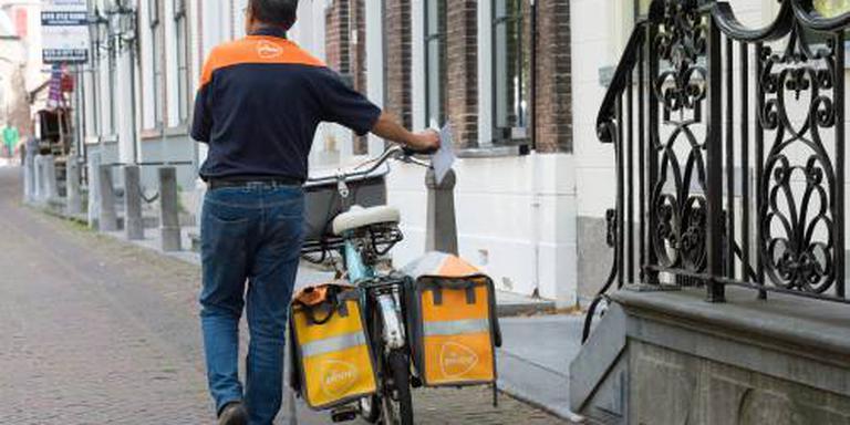 Bezorgers PostNL in avond op pad wegens hitte
