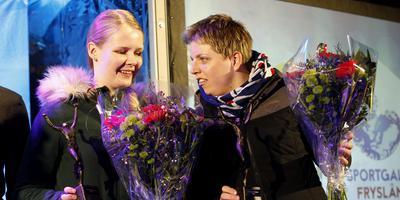 Liesette Bruinsma en Alyda Norbruis. FOTO HENK JAN DIJKS
