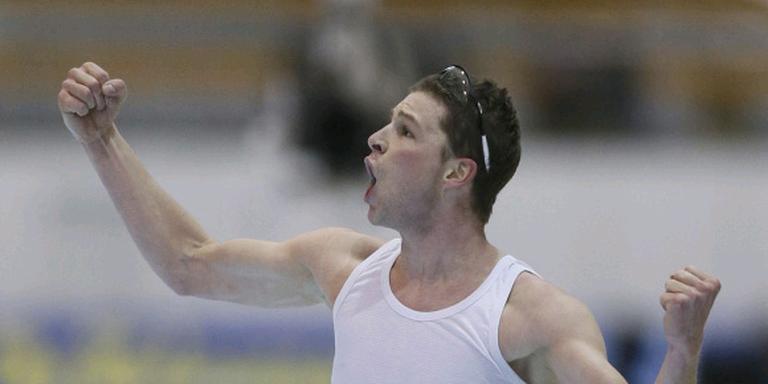 Sven Kramer in extase: na zeven jaar heeft hij zijn wereldtitel op de 10 kilometer weer terug. FOTO EPA