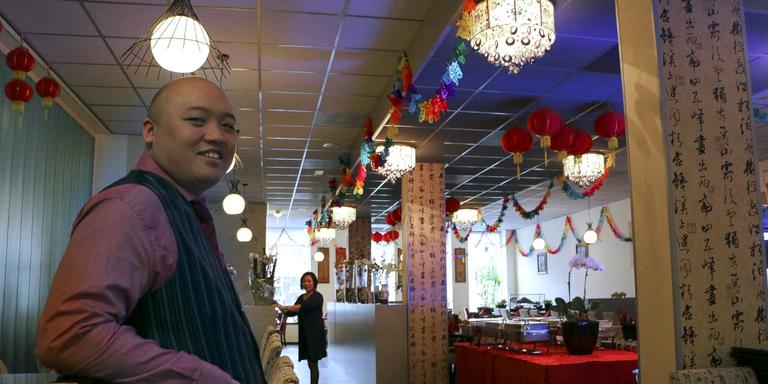 Shighan Mei in zijn restaurant: ,,Nooit meegemaakt, punkers en rockers in de zaak.