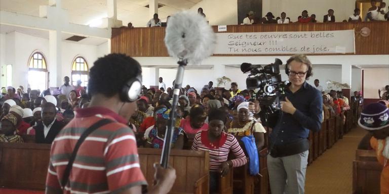 Helpen is luisteren, in Kameroen