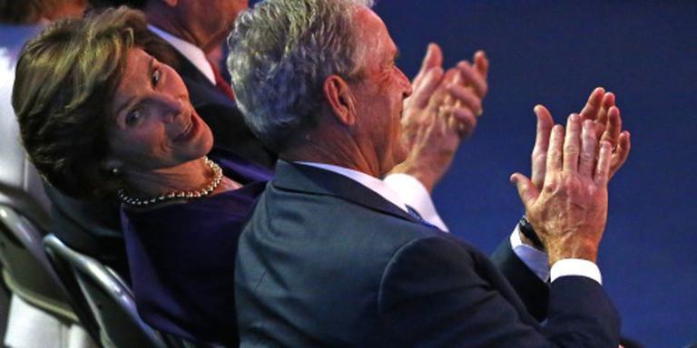 Laura Bush zou op Hillary stemmen