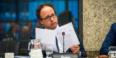 Minister krijgt pensioeneisen bonden