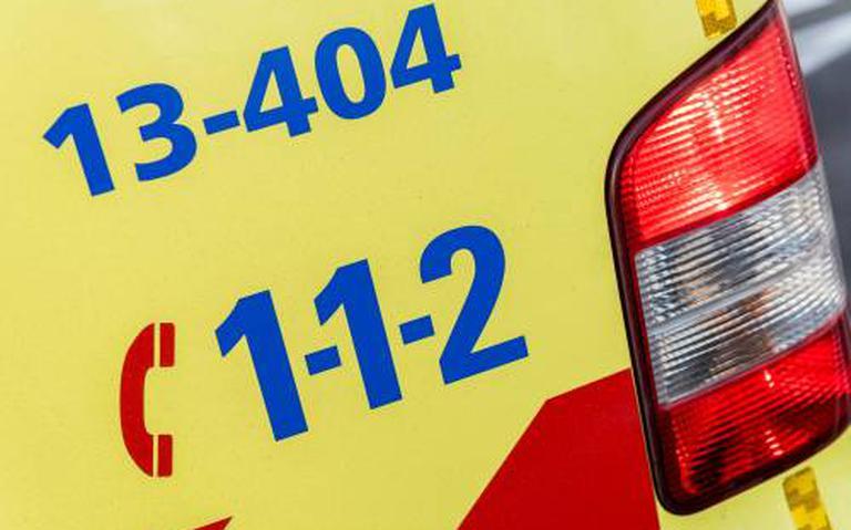 Jonge man ernstig gewond bij botsing met auto in Lemmer.