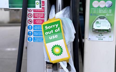 Benzinetekorten aan Britse pompen lopen op