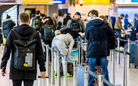 Nederland vecht tegen de Britse coronavariant, maar er landen wel tientallen vluchten uit Engeland op Schiphol