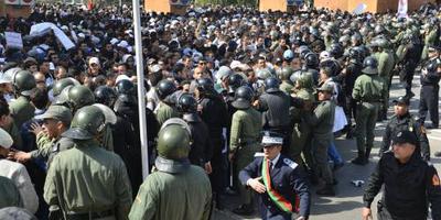 Waterkanon ingezet tegen leraren in Rabat